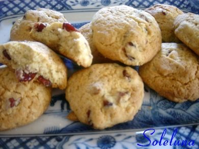 Biscotti con i frutti rossi ed è subito Natale