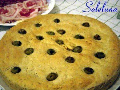 Focaccia al rosmarino e olive
