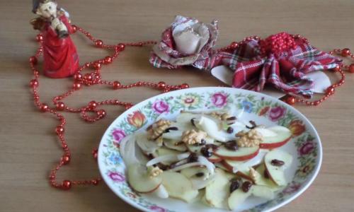 Insalata di finocchi mele uvetta e noci