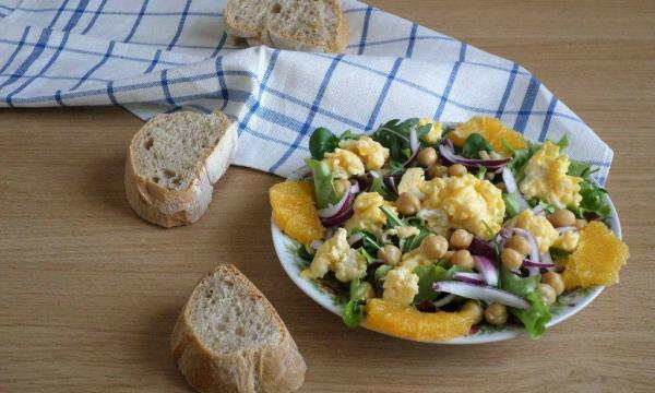 Insalata di ceci con uova strapazzate per Quanti Modi di Fare e Rifare