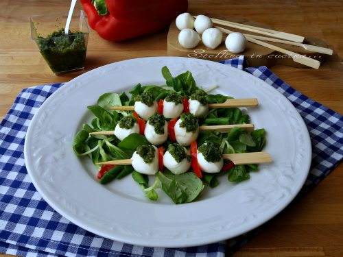 Mozzarella estiva con salsa al basilico