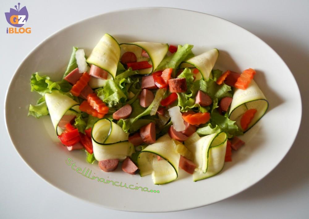 Insalata fresca con wurstel ricetta riciclo svuota frigo for Cucinare wurstel