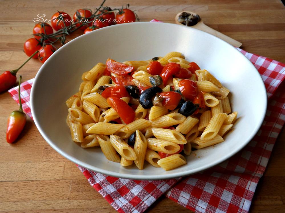 Pasta alla puttanesca con pomodorini freschi