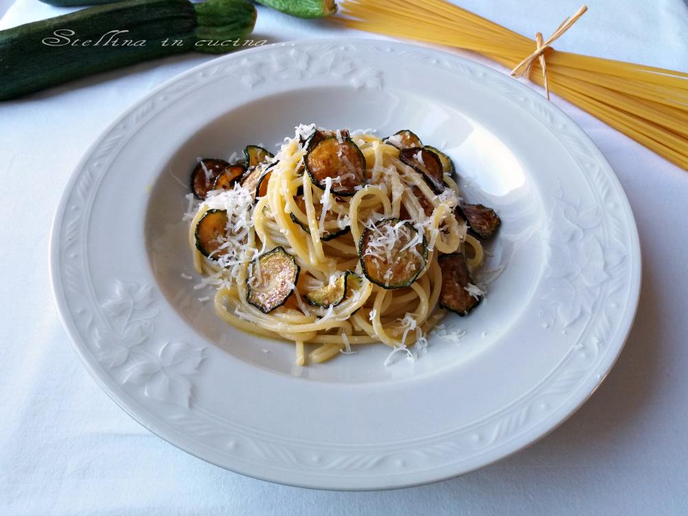 Spaghetti con zucchine fritte – primo sfizioso e veloce