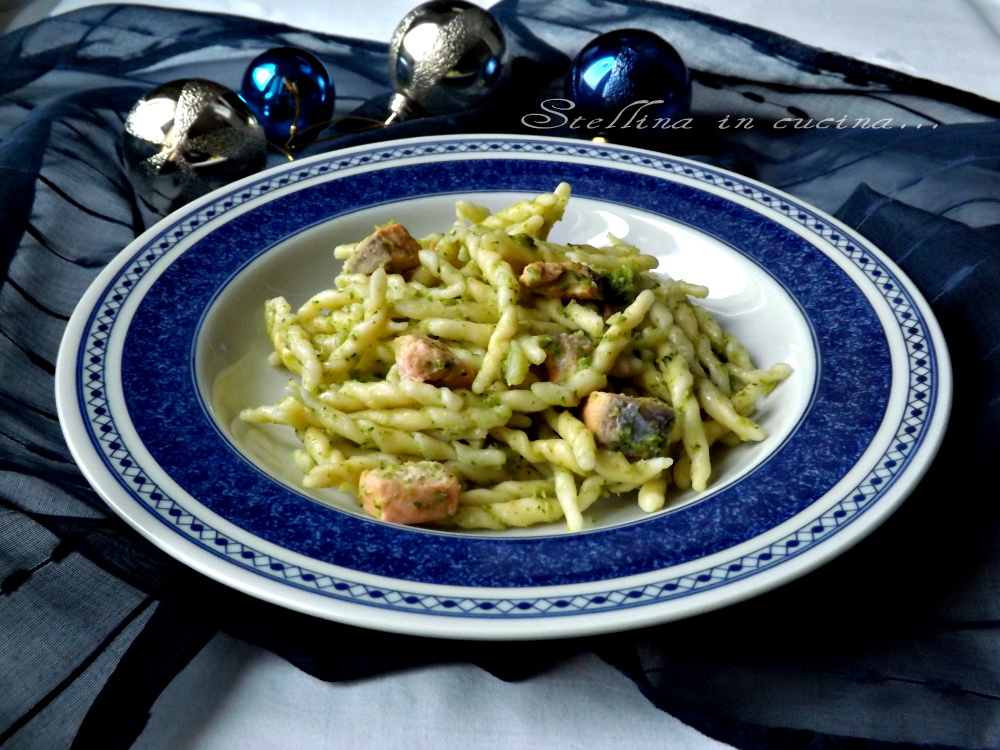 Pasta con salmone e crema di broccoletti