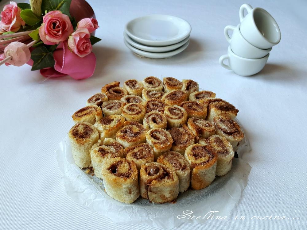 Torta di rose di rotolini di pane e nutella