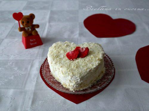 Torta con crema di mascarpone e cioccolato bianco