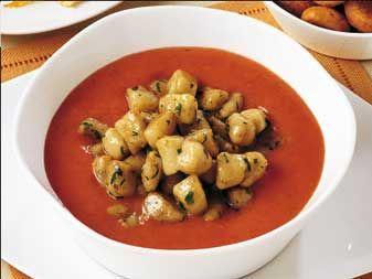 Zuppa al pomodoro con gnocchetti ai porcini