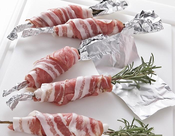 Spiedini di rosmarino con carne e pancetta (alla griglia)