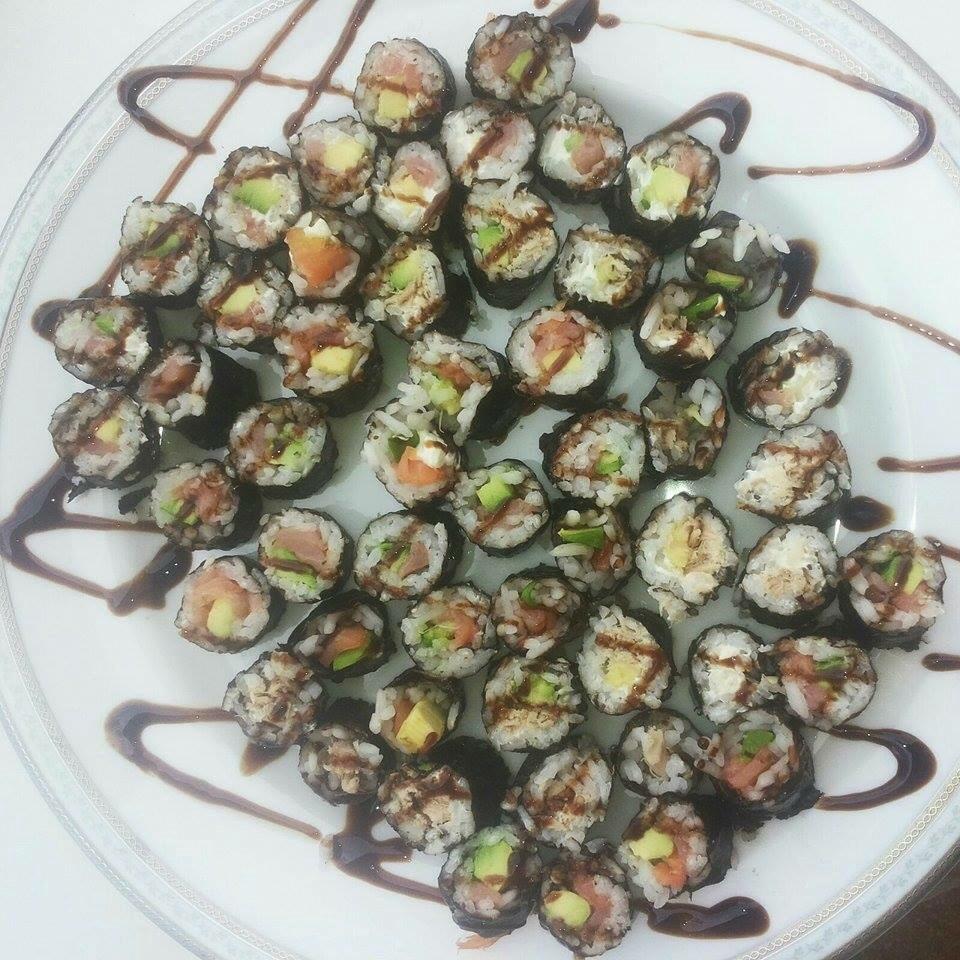 Ecco il sushi di salmone e tonno preparato da Niole!