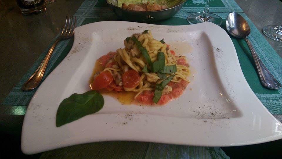In questa foto lo chef ha usato,con lo stesso condimento,  gli spaghetti alla chitarra.