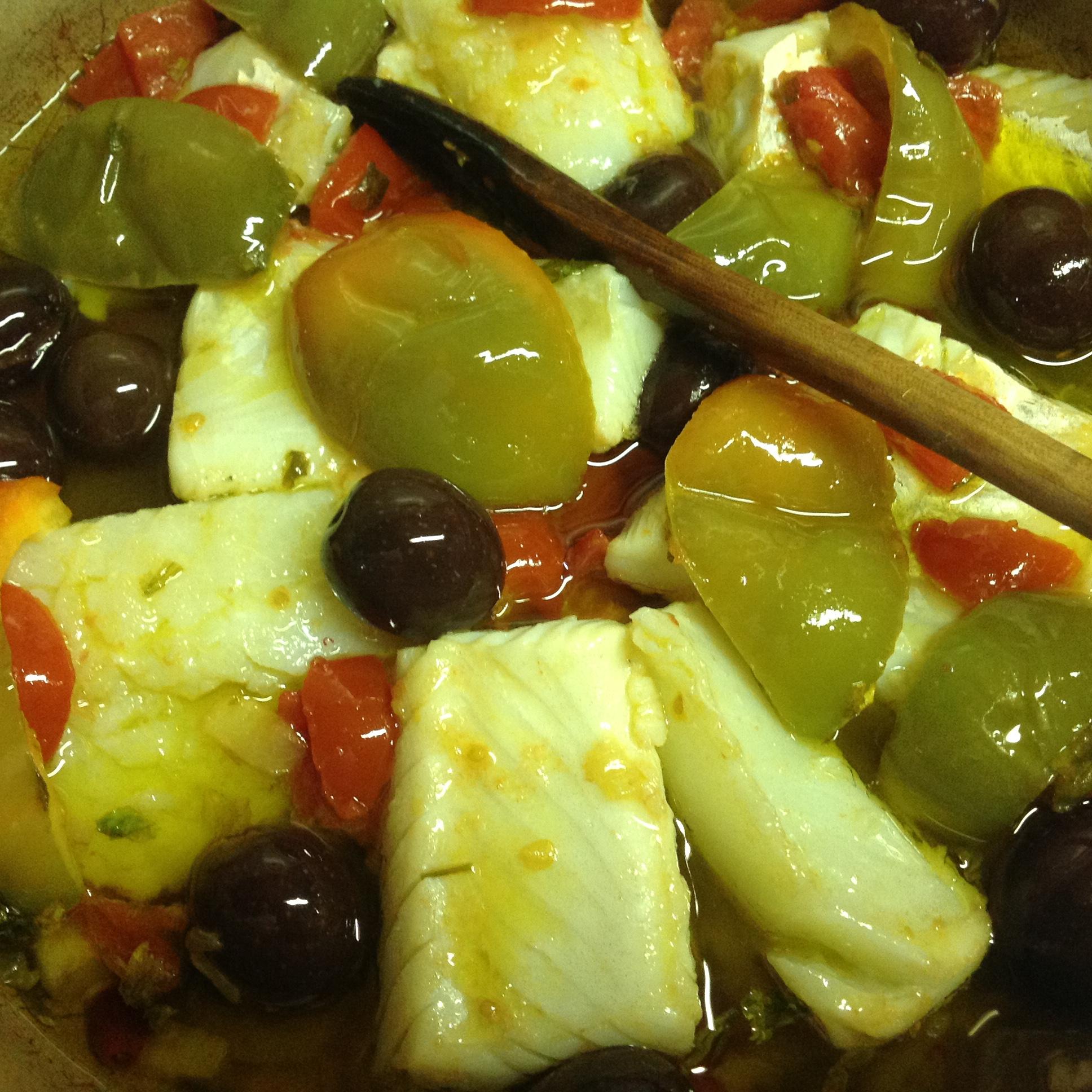 Filetti di baccalà con peperoni e olive