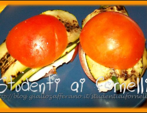 Piccoli panini di pomodoro