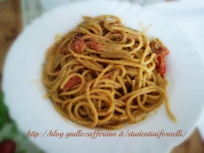 spaghetti al pesto e pomodorini