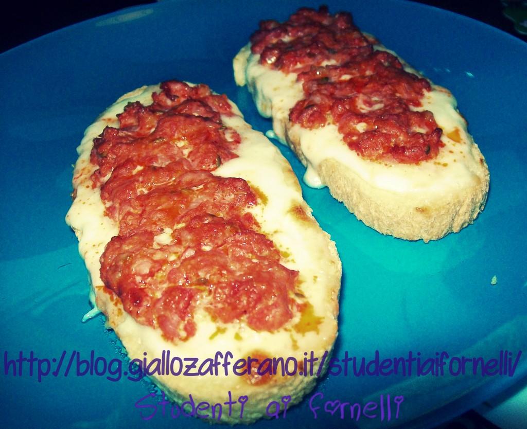 crostini salsiccia e stracchino
