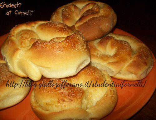 Brioches con crema alla cannella | Ricetta sweet