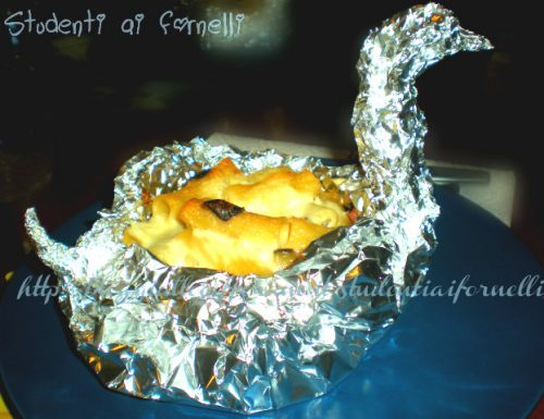 Cigni ripieni di maccheroni con melanzane e prosciutto | Ricetta originale e gustosa