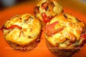 Muffin salati ai peperoni | Ricetta finger food