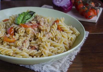 pasta con tonno e pomodorini ricetta primo piatto veloce e gustoso