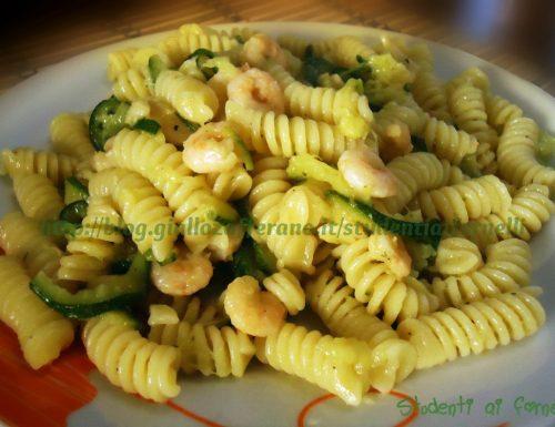 Pasta con zucchine e gamberetti | Ricetta delicata