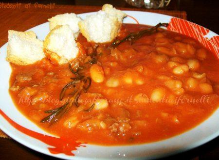 Zuppa di fagioli e salsiccia