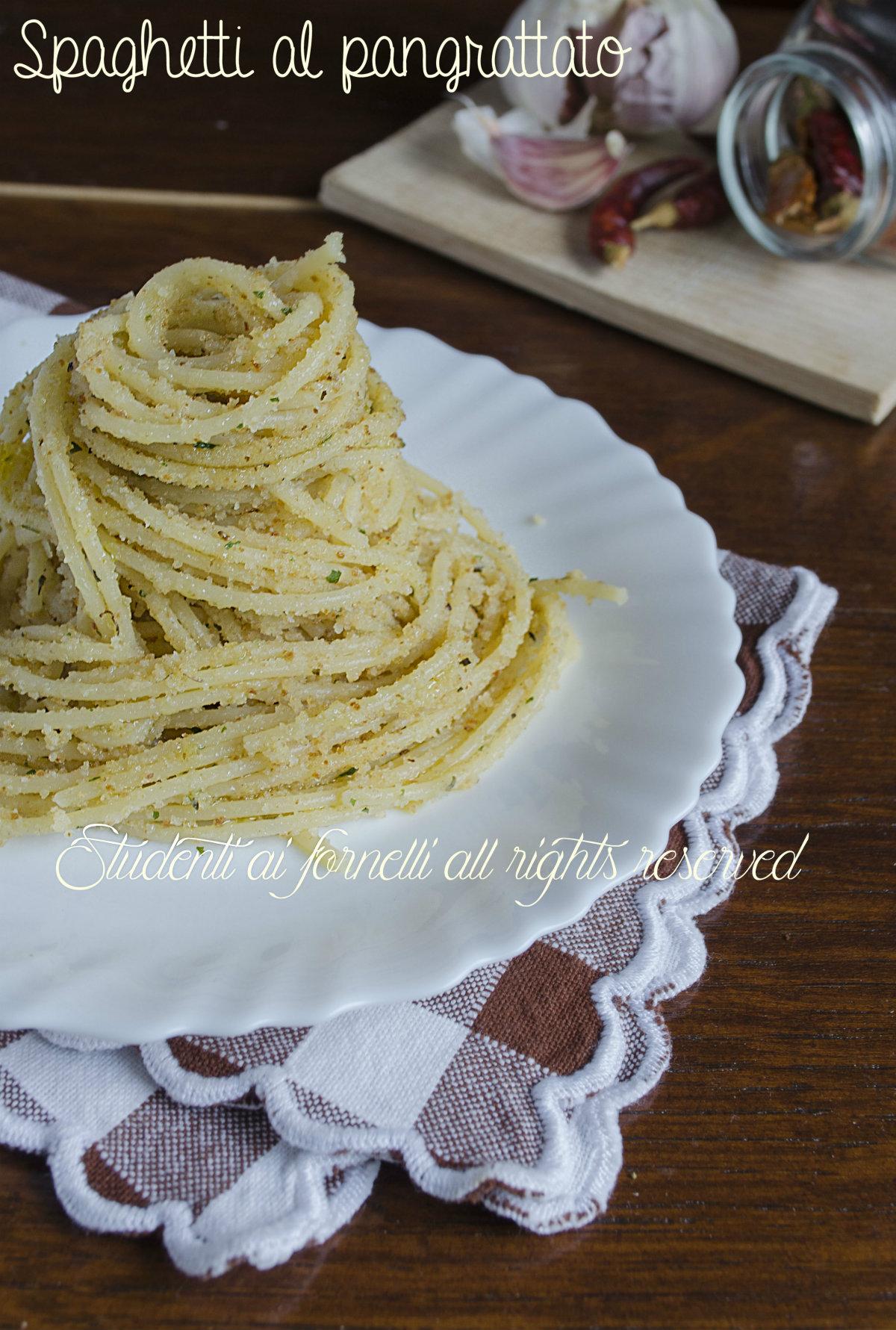 spaghetti al pangrattato aglio olio e peperoncino ricetta primo veloce e leggero light