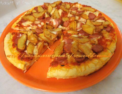 Pizza wurstel e patatine soffice | Ricetta sfiziosa