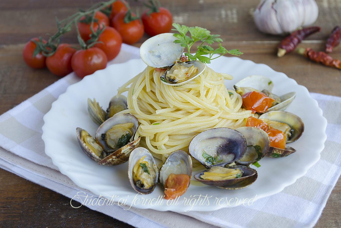 Spaghetti alle vongole e pomodorini ricetta for Cucina italiana pesce