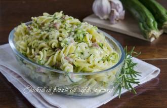 pasta con zucchine e prosciutto e provola ricetta primo piatto veloce e gustoso