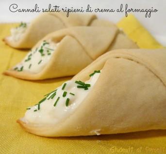 cannoli salati ripieni di crema al formaggio asiago ricetta finger food vegetariano Idee antipasti Natale 2013