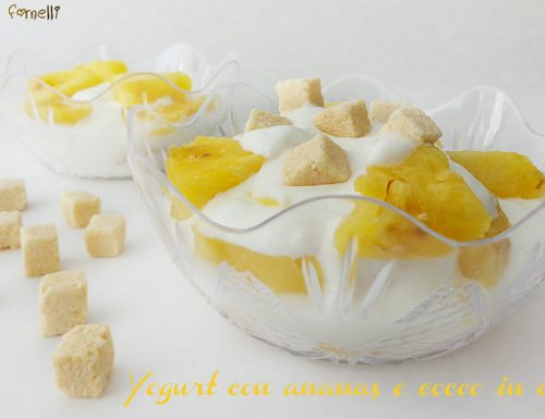 Yogurt con ananas e cocco in coppette