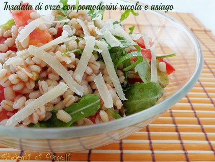 Insalata di orzo con pomodorini rucola e asiago ricetta primo piatto estivo