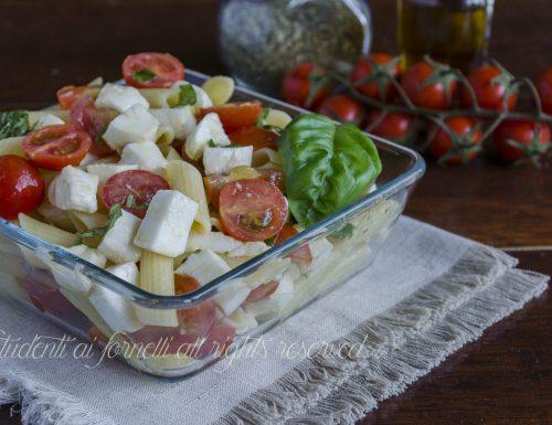 PASTA FREDDA ALLA CAPRESE con pomodorini e mozzarella