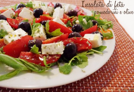 Insalata di feta pomodorini e olive con rucola ricetta piatto unico estivo