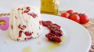 ricetta formaggio fresco ai pomodori secchi fatto in casa senza caglio ricetta antipasto