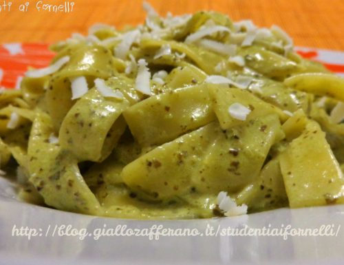 Tagliatelle with pesto sauce and double cream