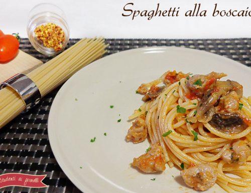 Spaghetti alla boscaiola con funghi e salsiccia