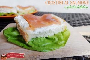 Crostini al salmone e philadelphia