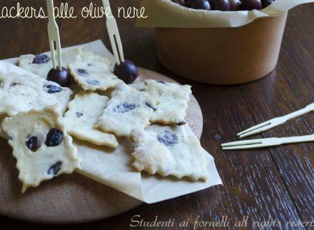 Crackers alle olive nere senza lievito