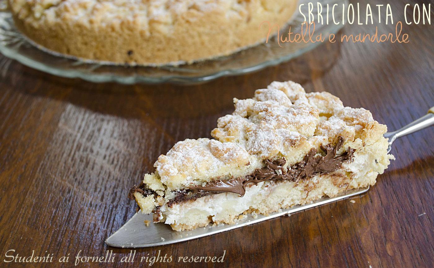 Sbriciolata con nutella e mandorle, ricetta crostata alla nutella
