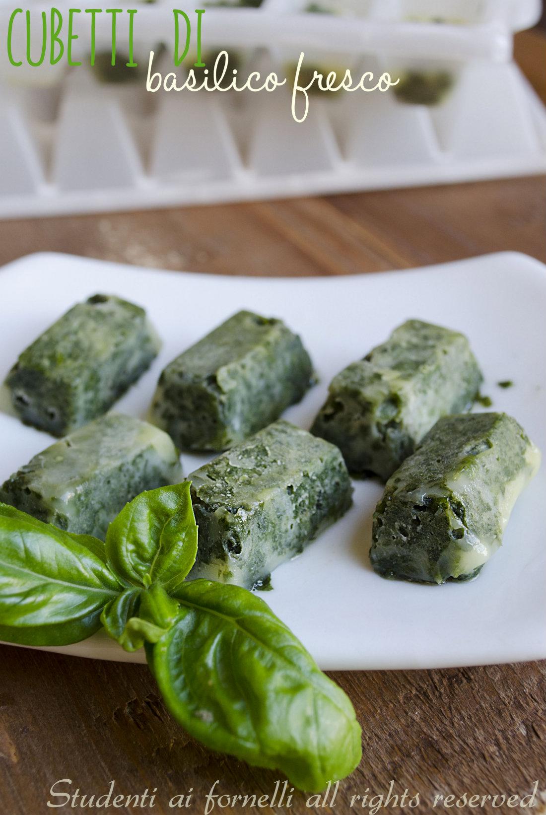 cubetti di basilico e olio di oliva come conservare il basilico fresco consigli