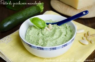 pesto di zucchine e mandorle con pinoli e parmigiano ricetta vegetariana