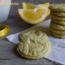 Biscotti arancia e tè friabili e leggeri
