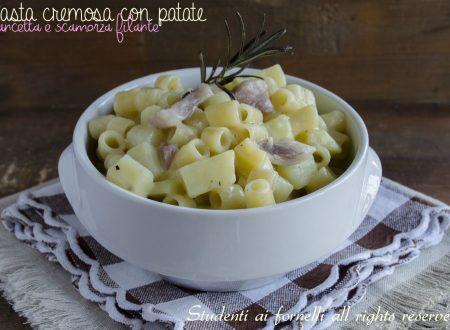 Pasta cremosa patate e pancetta con scamorza