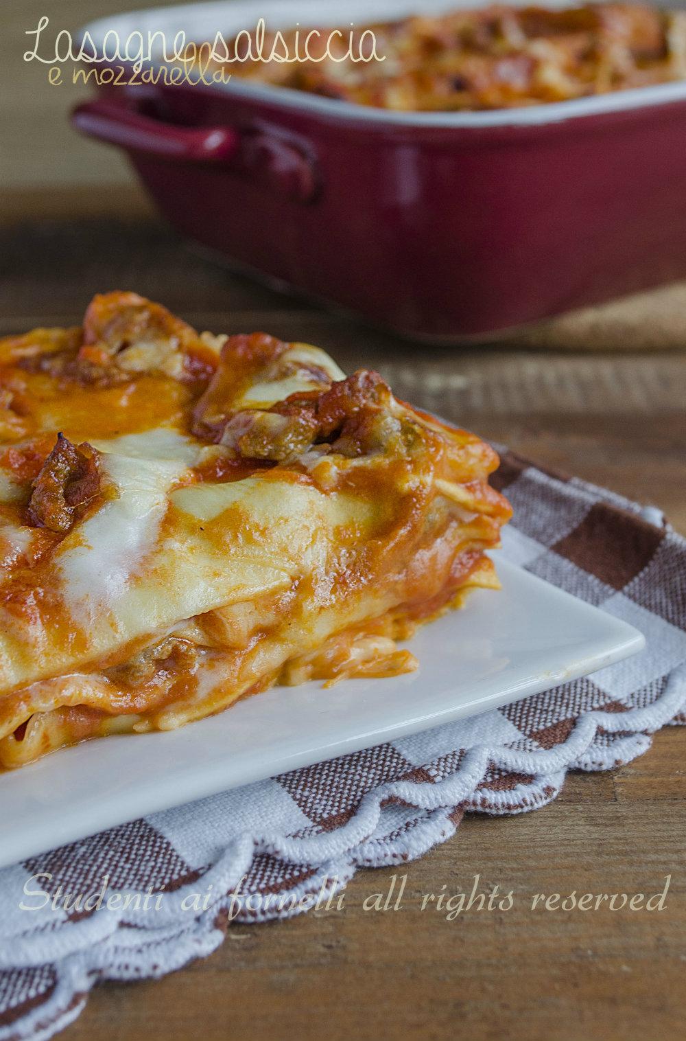lasagne salsiccia e mozzarella con besciamella ricetta lasagna gustosa al ragù