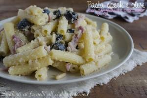 Pasta speck e olive con pangrattato croccante