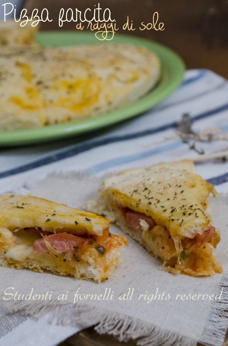 Ricetta Wurstel Pomodoro E Mozzarella.Pizza Farcita A Raggi Pomodoro Wurstel E Mozzarella Ricetta