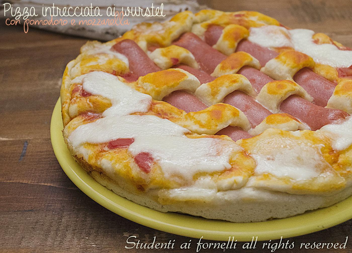 Ricetta Wurstel Pomodoro E Mozzarella.Pizza Intrecciata Ai Wurstel Con Mozzarella E Pomodoro Ricetta