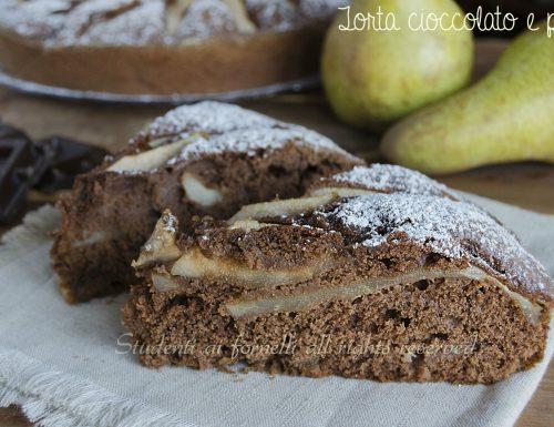 Torta cioccolato e pere soffice e golosa