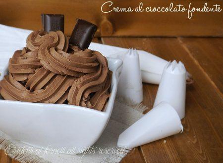 Crema al cioccolato fondente e panna senza cottura